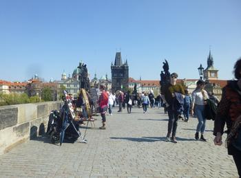 プラハカレル橋広場のような2.jpg